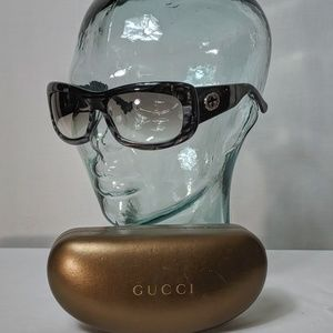 Auth. Gucci pearlescent grey sunglasses